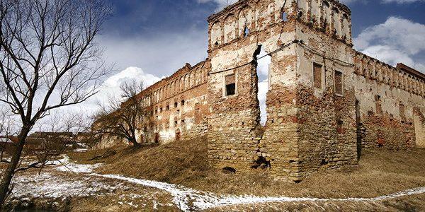 Неймовірні замки Львівщини, які варто відвідати