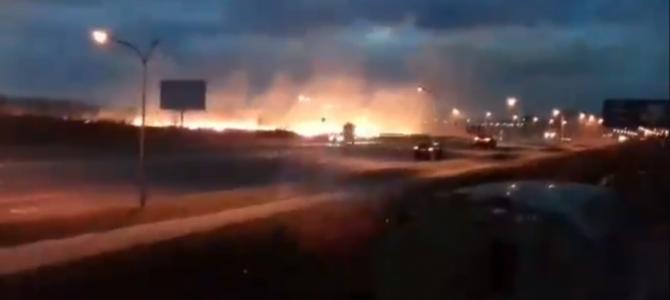 Між Сокільниками та Львовом — масштабна пожежа: горить суха трава (відео)