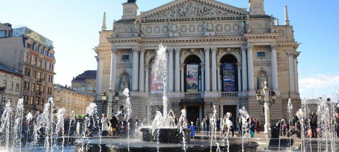 У центрі Львова ввімкнули п'ять фонтанів