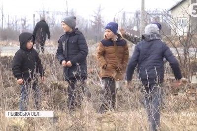"""""""Гасили носили, потім палицями """": школярі врятували село від пожежі через спалений сухостіл"""