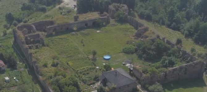 На Тернопільщині планують відновити середньовічний замок, котрий дістався дочці улюбленої служниці від самої графині (відео)