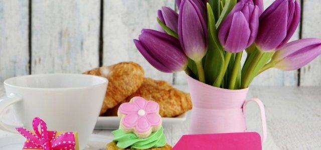 Вірші до Дня матері 2019: найкращі привітання у віршах для мами