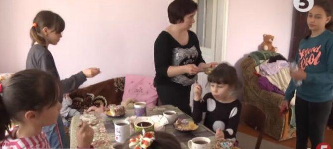 На Львівщині благодійник подарував багатодітній вдові АТОвця нове помешкання (відео)