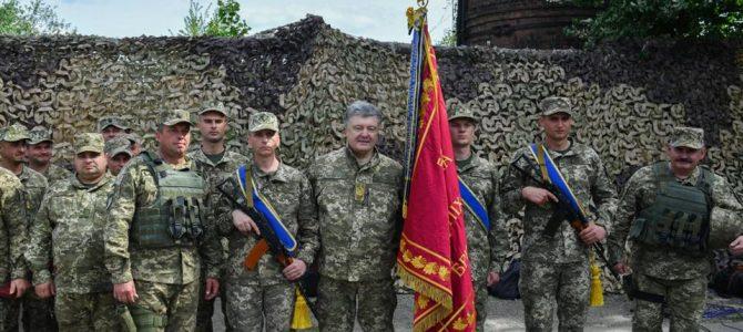 Порошенко здійснив прощальний візит на Донбас, щоб подякувати воїнам за службу ( фото)