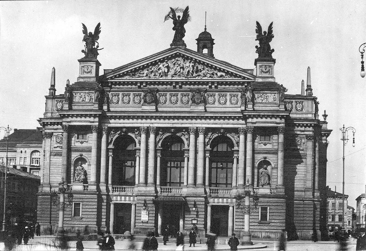 Фасад Львівської Опери у 1913 році. Фото невідомого автора