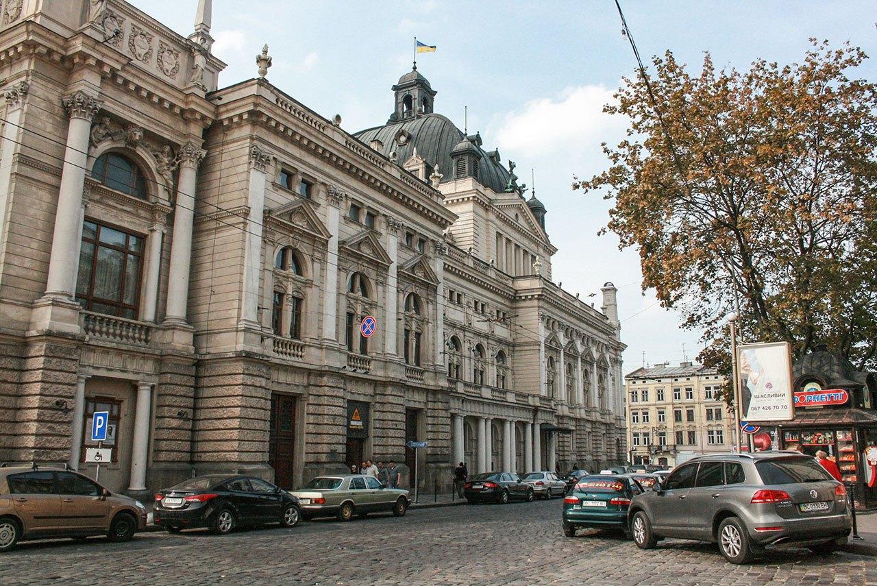 Будівля Львівської Опери з південної сторони. 2016 рік, фото Анастасії Нерознак.