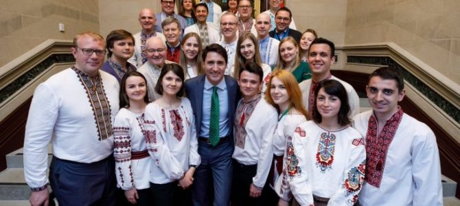 У Канаді депутати прийшли у парламент в українських вишиванках