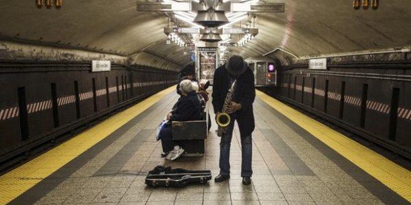 "Українська пісня ""Гей, Соколи"" в Паризькому метро"