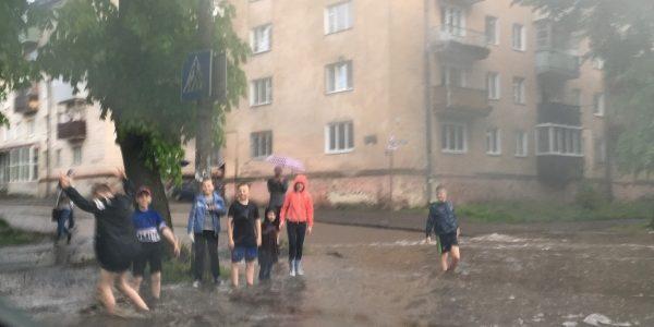 Травнева злива за 10 хвилин затопила Рівне (фото)