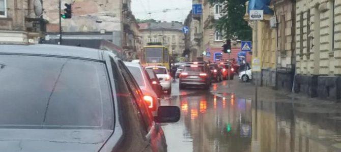 На Львівщині пройшли сильні зливи: Львів у воді (відео)