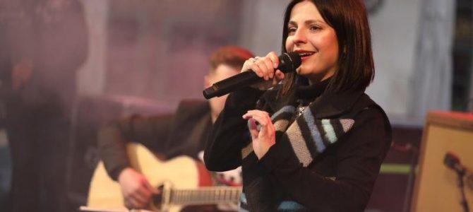 У центрі Львова виступила з концертом Оксана Муха (фото+відео)