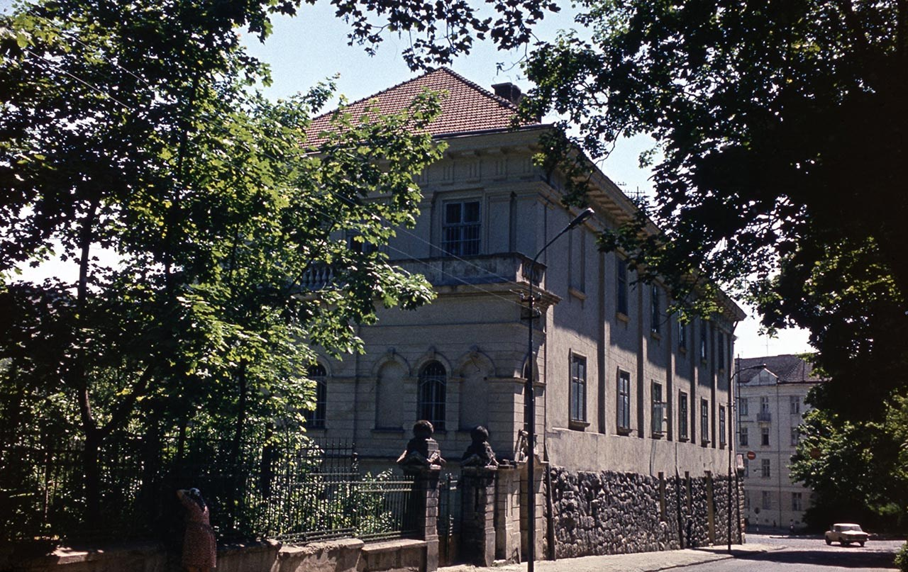 Львів, сучасна вулиця Бібліотечна, 2, Інститут досліджень бібліотечних мистецьких ресурсів. Фото 1979 року.