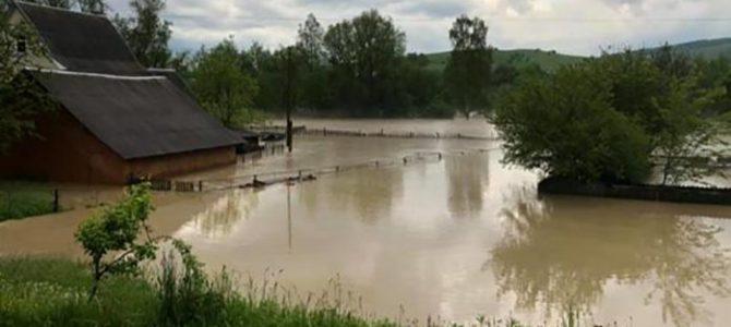 На Івано-Франківщині – масштабна повінь: мешканців евакуйовують (фото, відео)
