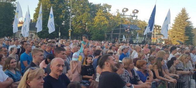 На Львівщині зустріч з Порошенком намагалися зірвати димовими шашками (фото, відео)