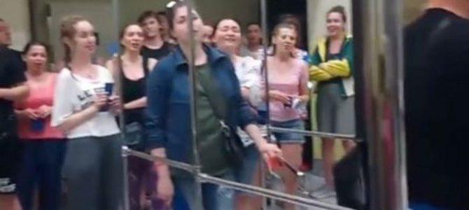 """""""А ви точно хор?"""": як українські співаки із """"щедриком"""" польський кордон перетинали (відео)"""