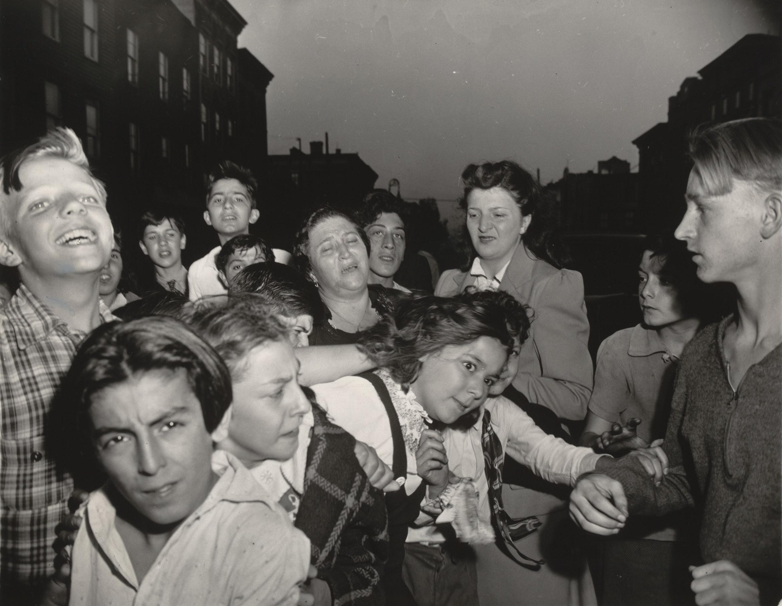 Старые фото с людьми из будущего
