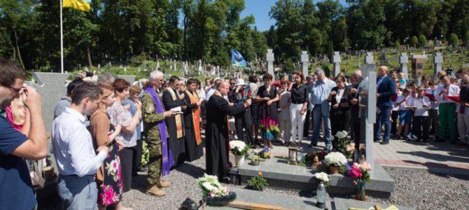 Порошенко у Львові вшанував пам'ять Василя Сліпака