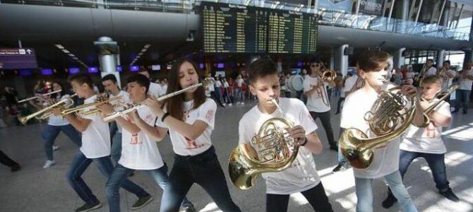 У львівському аеропорту відбувся музичний флеш-моб (відео)