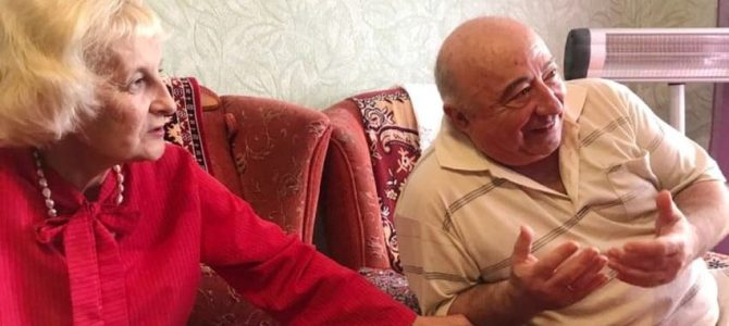 Батьки Президента Зеленського вперше пустили журналістів до себе в квартиру