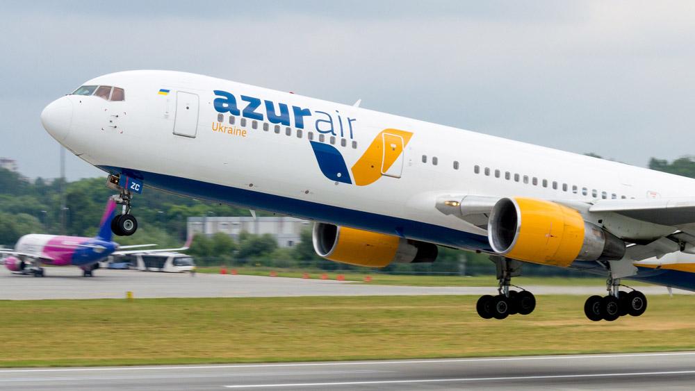 Взлет Boeing 767-300ER Azur Air Ukraine