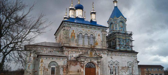 В Тишківський монастир приїжджають з усіх куточків України