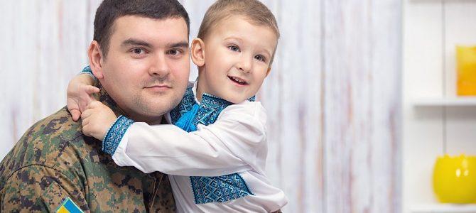 Тато повернувся з війни! Зворушливі фото українських дітей, які дочекалися…