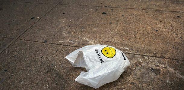 У Львові обмежують продаж пластикових пакетів