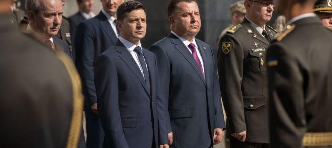 Зеленський публічно штовхнув Полторака (відео)
