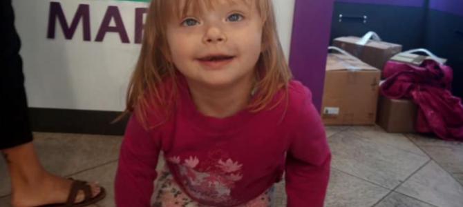 У Львові розшукують рідних 2-річної дівчинки, яку залишили у магазині