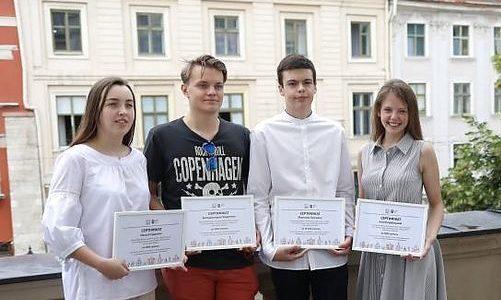 Більш як 30 учнів Львова отримали грошові нагороди за найвищі результати ЗНО