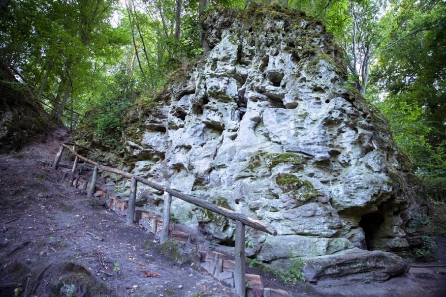 Скелі поблизу Крехова. Фото: panoramio.com