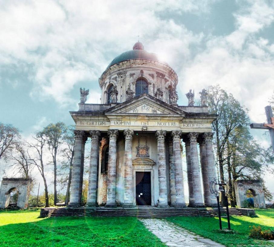 Воздвиженський костел в Підгірцях. Фото: bigukraine.com