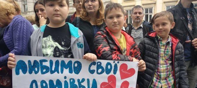 Атовці протестували під ЛОДА проти «замовного» сюжету на «1+1» (фото)
