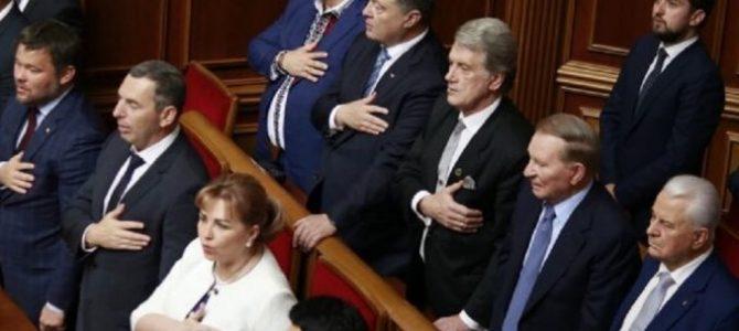 Знак згори?: З Порошенком стався конфуз під час отримання депутатського посвідчення