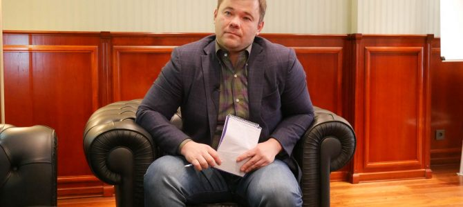 Ми спілкуємося із суспільством без журналістів — Богдан