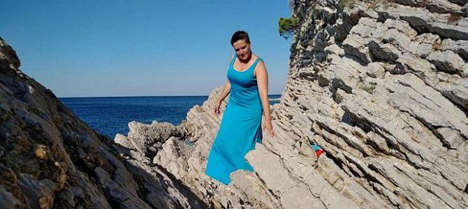 Надя, купи бікіні: Савченко знову купалася в сукні (фото)