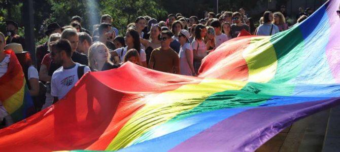 """У Харкові """"Марш рівності"""" почався скандалами і бійкою: фото і відео"""