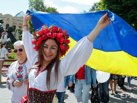 Згідно з Конституцією, державною мовою в Україні є українська