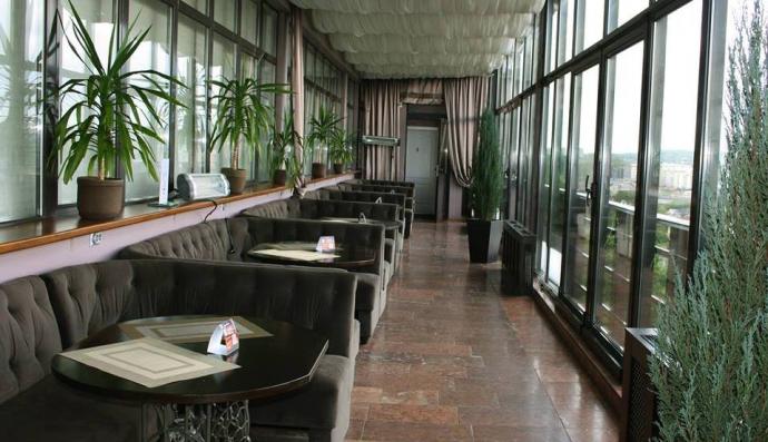 Бар «Панорама» на останньому поверсі готелю «Дністер»