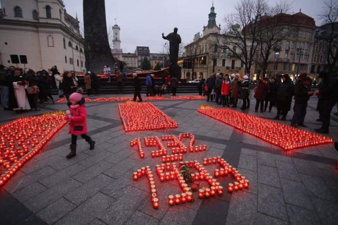 Львів'яни запалили сотні лампадок в пам'ять про жертв Голодомору, фото: Христина Процак