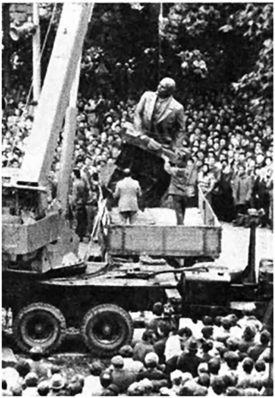 Демонтаж пам'ятника Леніну у Львові