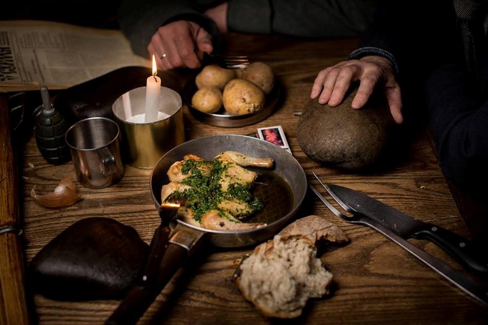 У Криївці страви подають у посуді для армійців