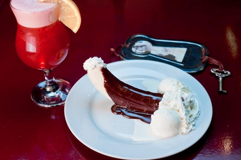 Пікантний десерт у Мазох-кафе