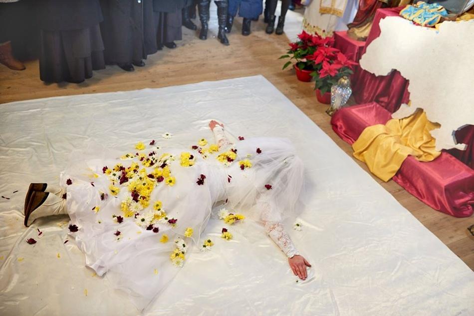 Цей ритуал символізує, що дівчина повністю присвятила себе Богу. Фото Михайло Балушка.
