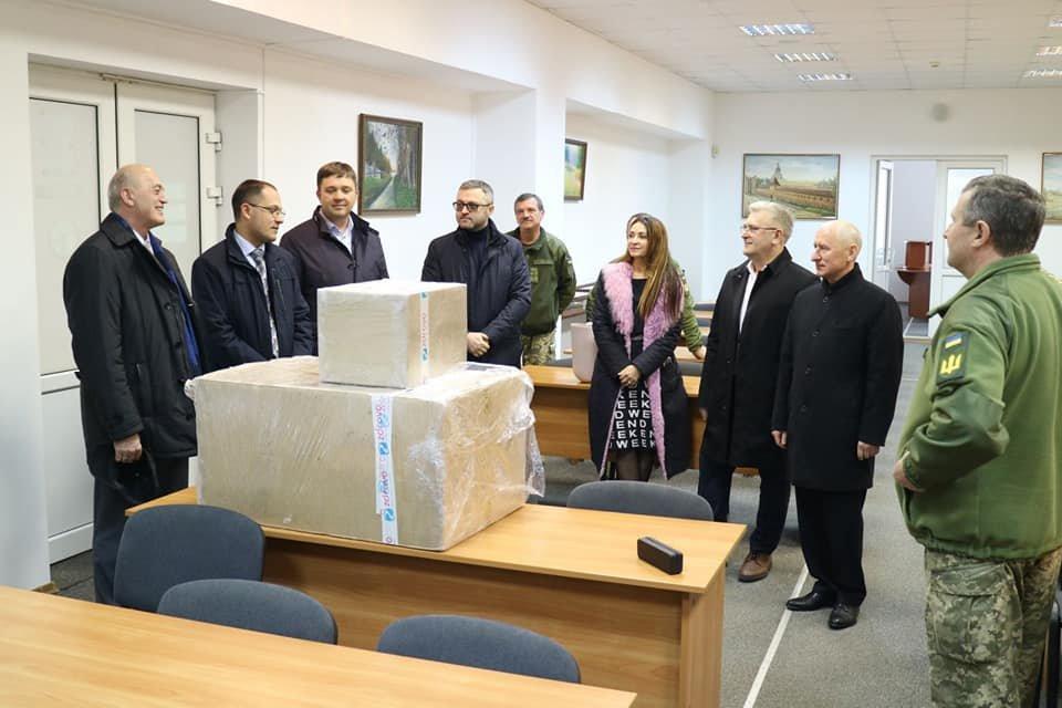 Львівські судді відмовились від корпоративу і допомогли військовому госпіталю