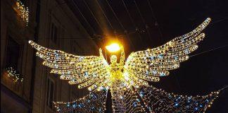 Над вулицею у центрі Львова заcяяв 8-метровий янгол