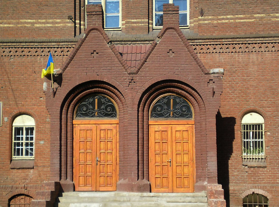 Школа Святої Анни. Вхідний портал