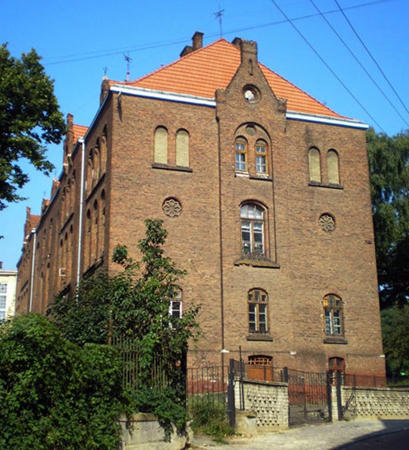 Бічний фасад школи