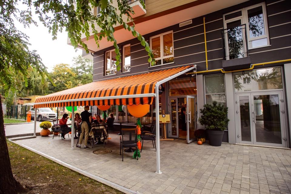 Тераса «Missis Hudson cafe».