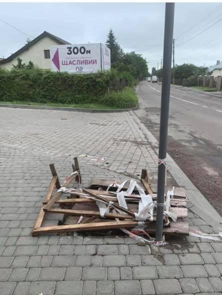 Світлина пошкодженого тротуару до ремонту. Фото: Anna Prod
